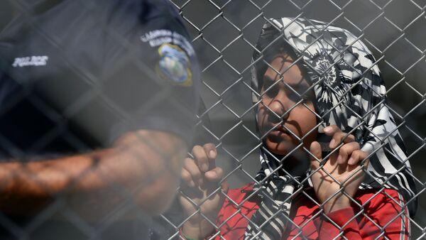 Refugiados en la isla de Lesbos, Grecia - Sputnik Mundo
