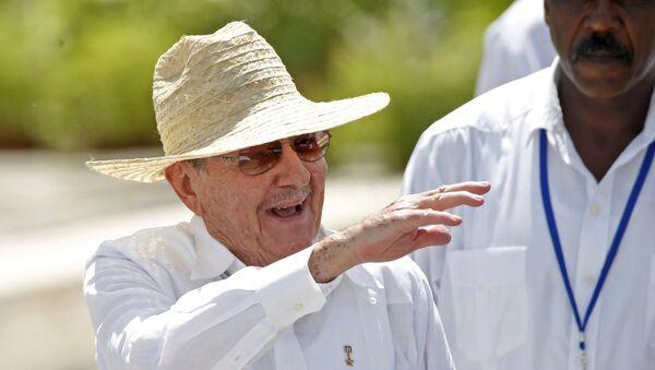 El presidente de Cuba, Raúl Castro, en la misa realizada por papa Francisco - Sputnik Mundo
