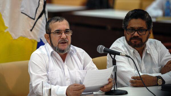 El líder de las FARC, Rodrigo Londoño Echeverri, y jefe de los negociadores guerrilleros, alias Iván Márquez - Sputnik Mundo
