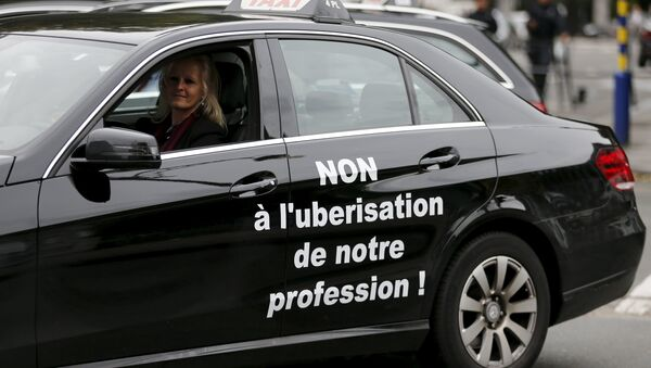 Bruselas prohíbe Uber - Sputnik Mundo