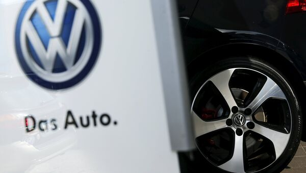 The wheel of a VW auto is seen in the showroom of a Volkswagen dealership in the Queens borough of New York, September 21, 2015 - Sputnik Mundo