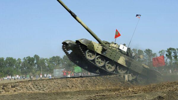 Biatlón de tanques en Donbás - Sputnik Mundo