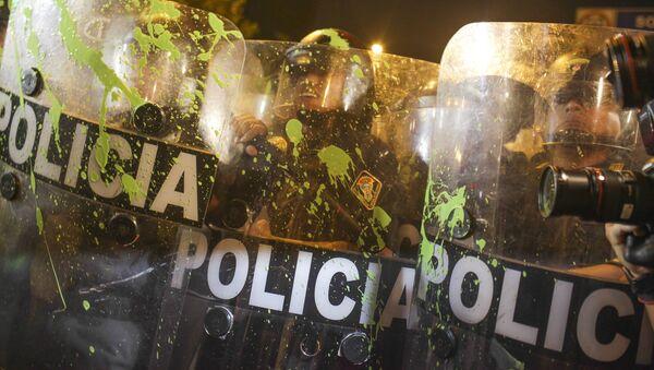 Policíacos de Perú durante las protestaciones antigubernamentales - Sputnik Mundo