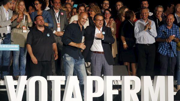 Presidente de ERC Oriol Junqueras, candidato de Junts pel Sí Raül Romeva y  presidente de Cataluña Artur Mas - Sputnik Mundo
