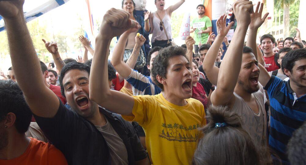 Los estudiantes protestan en Paraguay