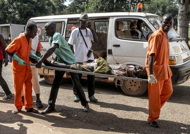Un hombre herido durante los disturbios en Bangui