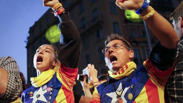 Personas a favor de la independencia de Cataluña (archivo) - Sputnik Mundo