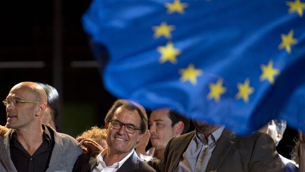 El presidente de Cataluña, Artur Ma y la cabeza de lista de 'Junts pel Si', Raül Romeva - Sputnik Mundo