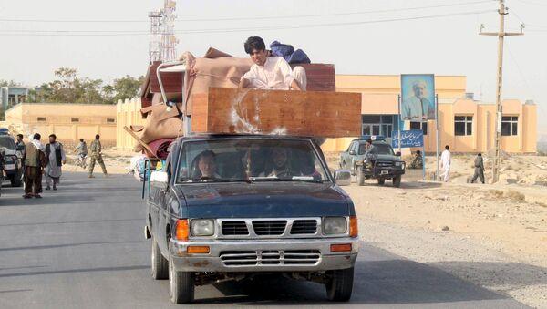 Residentes que salen de la Kunduz - Sputnik Mundo