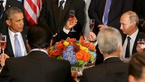 Presidente de EEUU, Barack Obama y presidente de Rusia, Vladímir Putin - Sputnik Mundo