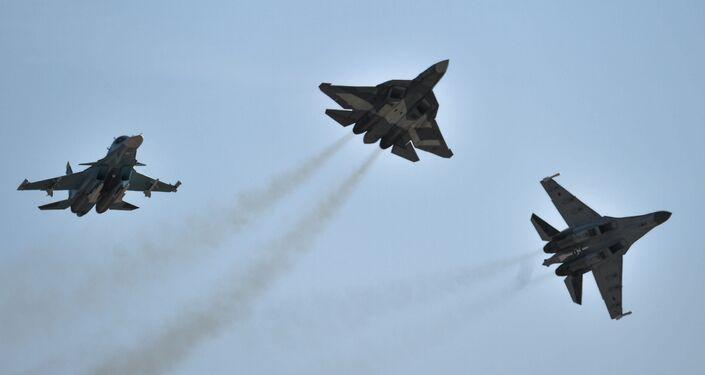 Cazas Su-34, T-50 y Su-35