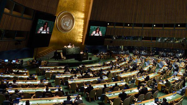 La presidenta de Argentina, Cristina Fernández de Kirchner, da un discurso durante la 70ª Asamblea General de la ONU - Sputnik Mundo