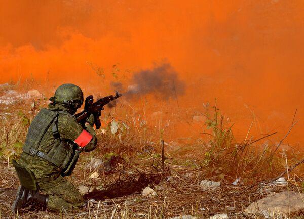 La infantería de marina rusa se entrena en la lucha antiterrorista - Sputnik Mundo