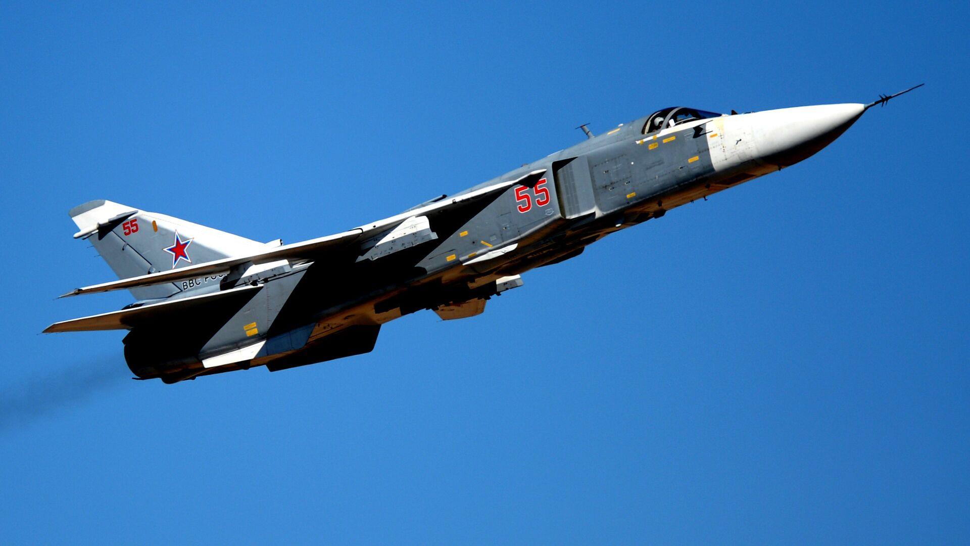 Самолет Су-24 на авиационном шоу в Ахтубинске, посвященном 95-летию лётно-испытательного центра министерства обороны РФ. - Sputnik Mundo, 1920, 23.06.2021