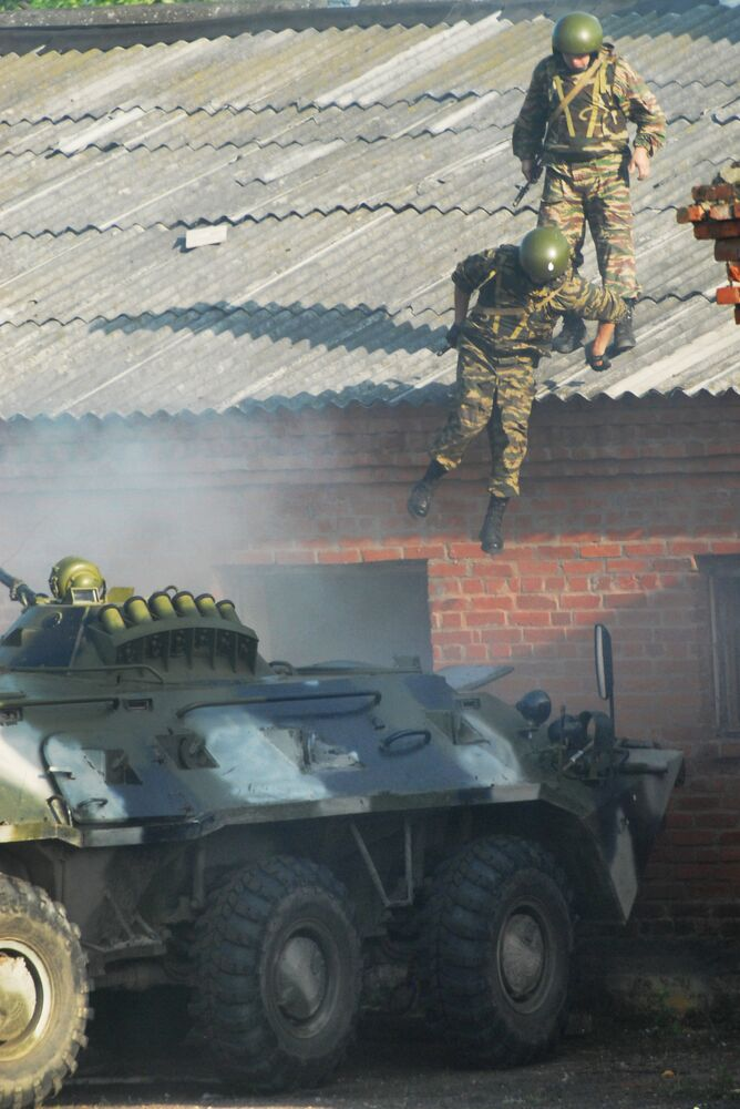 Los soldados durante ejercicios antiterroristas de las fuerzas terrestres en la región rusa de Vladimir