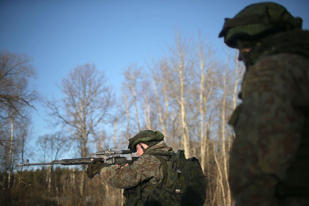 Un militar equipado con el kit de combate Ratnik