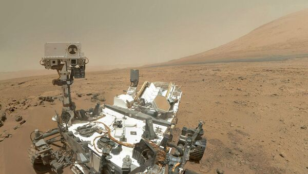 NASA's Curiosity rover has found the first evidence of liquid water on Mars, a significant step in the search for past life on the red planet. - Sputnik Mundo