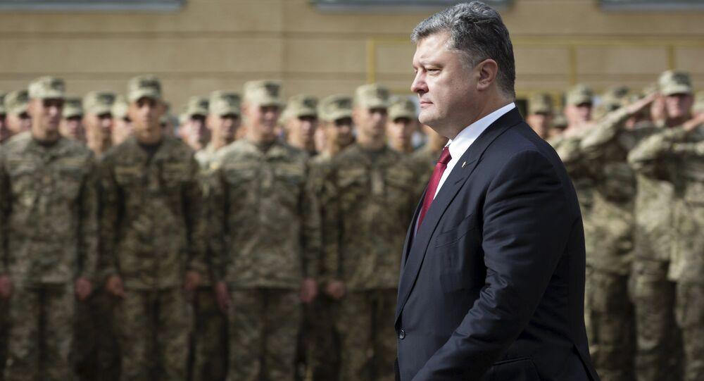 Petró Poroshenko y soldados ucranianos