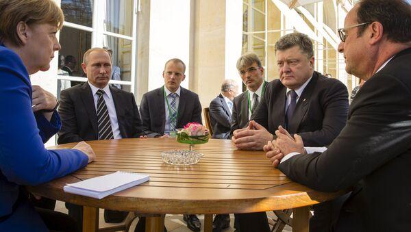 Angela Merkel, Vladímir Putin, Petró Poroshenko y Francois Hollande durante la cumbre del Cuarteto de Normandía (archivo) - Sputnik Mundo
