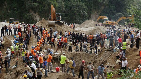 Superan el centenar los fallecidos por deslave en Guatemala - Sputnik Mundo