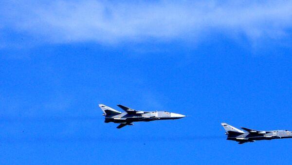 Bombarderos tácticos rusos Su-24 (Archivo) - Sputnik Mundo