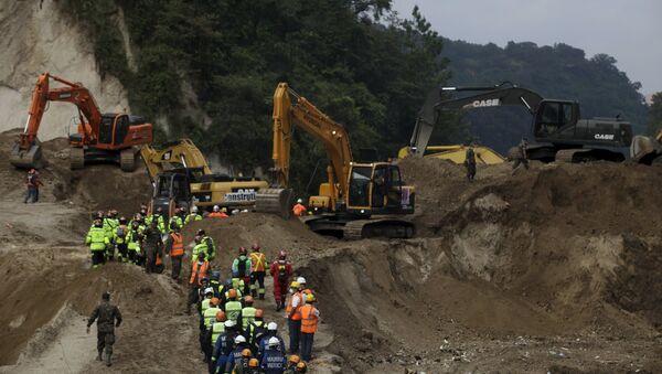 La cifra oficial de muertos por el deslave en Guatemala se mantiene en 131 - Sputnik Mundo