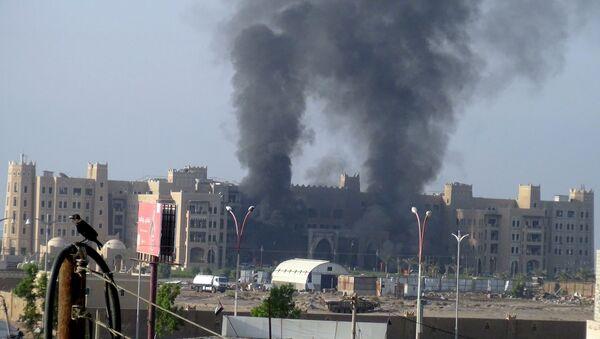 Hotel Al Qasr en Aden después del ataque, el 6 de octubre, 2015 - Sputnik Mundo