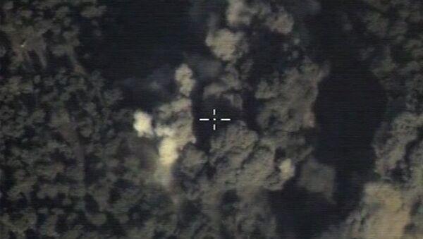 Ataque aéreo de Rusia sobre un objetivo del EI - Sputnik Mundo