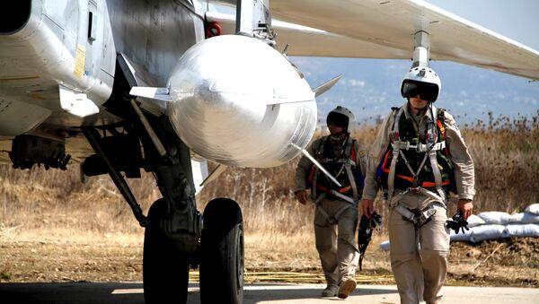 Pilotos rusos en el aeródromo de Hmeymim, Siria - Sputnik Mundo