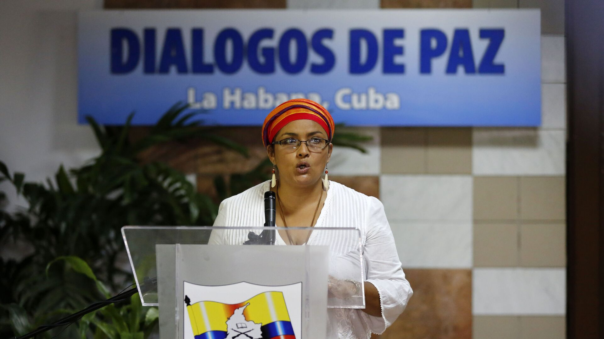 Victoria Sandino, member of the Revolutionary Armed Forces of Colombia, FARC, reads a statement before the start of a new round of peace talks between the FARC rebels and the government of Colombia, in Havana, Cuba, Thursday, May 21, 2015 - Sputnik Mundo, 1920, 10.08.2021