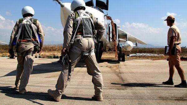 Pilotos rusos en el aeródromo de Hmeymim en Siria - Sputnik Mundo