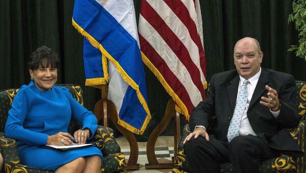 El ministro de Comercio de Cuba, Rodrigo Malmierca, y la ministra de Comercio de EEUU, Penny Pritzker - Sputnik Mundo