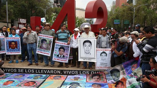Los padres de los estudiantes desaparecidos durante las protestas (archivo) - Sputnik Mundo