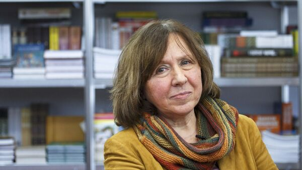 Svetlana Alexievich, laureada con el premio Nobel de Literatura 2015 - Sputnik Mundo