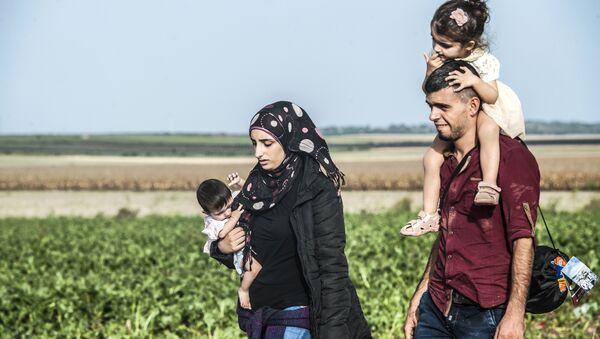 Familia de refugiados - Sputnik Mundo