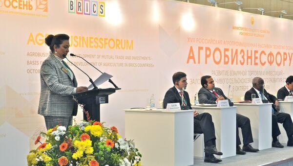 Ministra de Agricultura y Ganadería de Brasil, Kátia Abreu, durante la inauguración de la 17ª Exposición Agroindustrial Otoño Dorado en Moscú - Sputnik Mundo