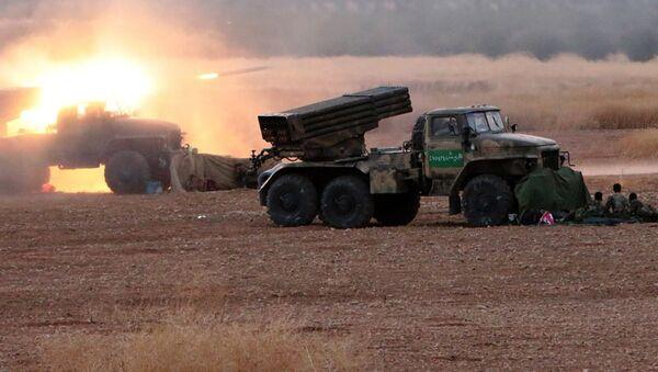 Militares sirios lanzan cohetes Grad - Sputnik Mundo