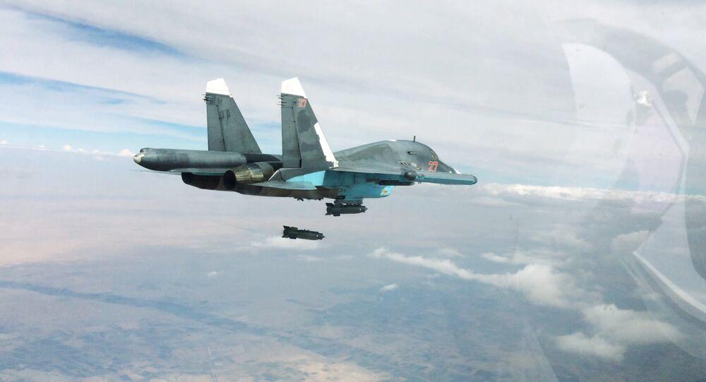 Bombardero táctico Su-34 durante una operación aérea contra las posiciones del Daesh en Siria