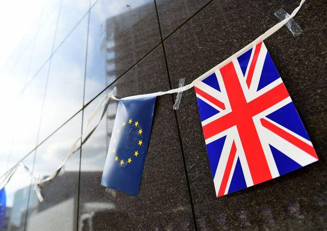 Banderas de la UE y el Reino Unido