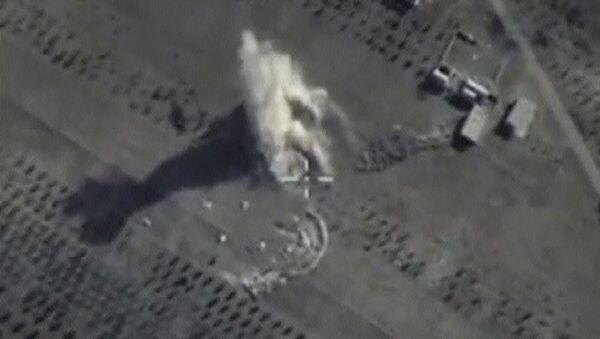 Bombardeos de Fuerza Aeroespacial rusa contra EI en el norte de la provincia de Hama - Sputnik Mundo