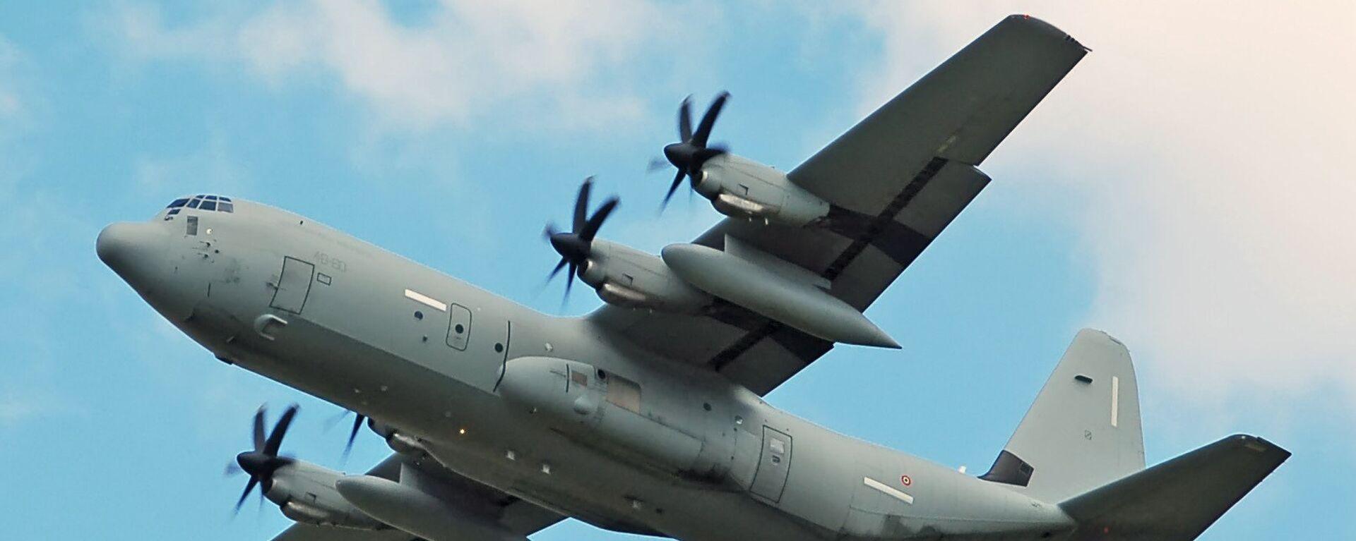 Бомбардировщик Hercules C-130J-30 ВВС Италии - Sputnik Mundo, 1920, 26.06.2021