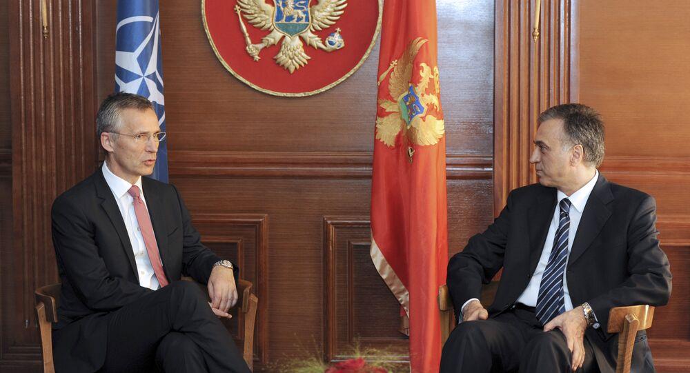 El presidente de Montenegro, Filip Vujanovic, y el secretario general de la OTAN, Jens Stoltenberg (archivo)