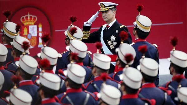 Felipe VI durante el desfile militar con motivo del Día de la Hispanidad - Sputnik Mundo