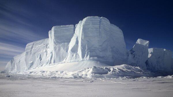 Un iceberg en la Antártida (imagen referencial) - Sputnik Mundo