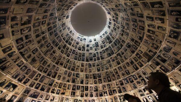La Sala de los Nombres en la institución Yad Vashem en Israel - Sputnik Mundo