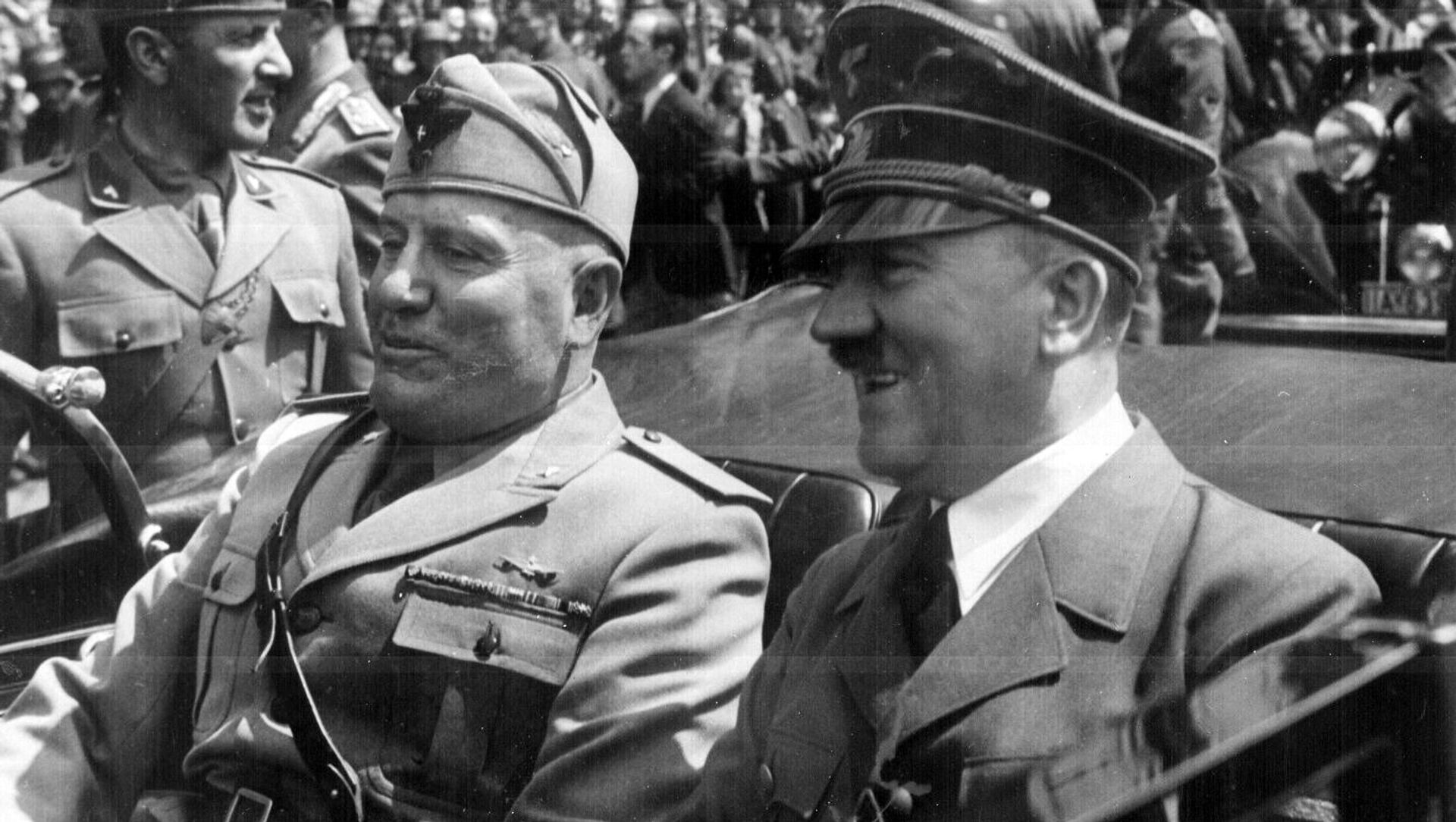 Adolf Hitler y Benito Mussolini en Múnich, Alemania - Sputnik Mundo, 1920, 18.12.2020
