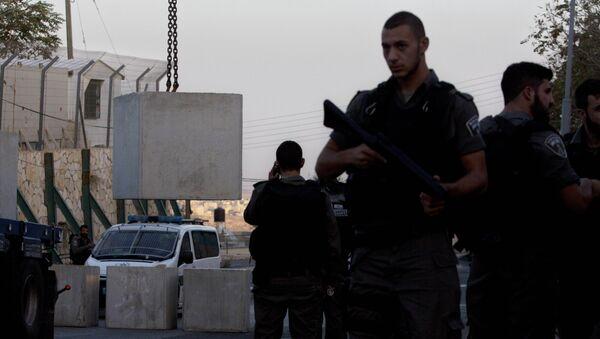 La policía empieza a implementar las medidas del Gobierno en Jerusalén - Sputnik Mundo