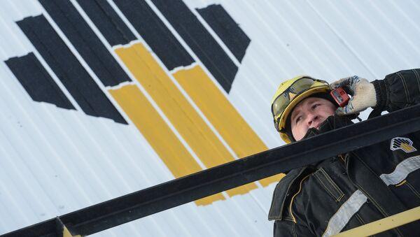 Un empleado de Rosneft - Sputnik Mundo