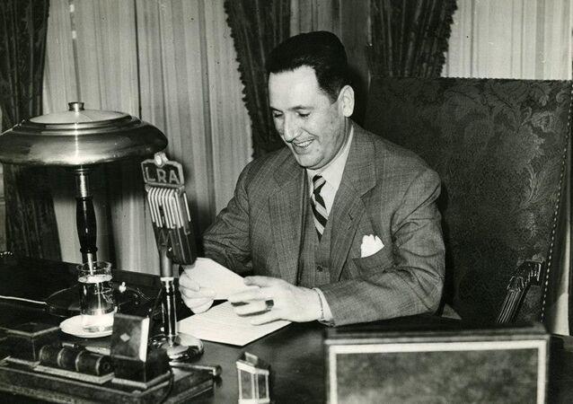El Presidente Juan Domingo Perón hablando por LRA Radio Nacional