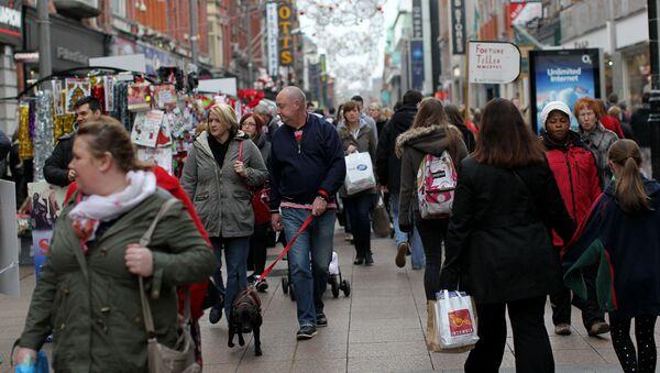 Gente en la calle en Dublín - Sputnik Mundo